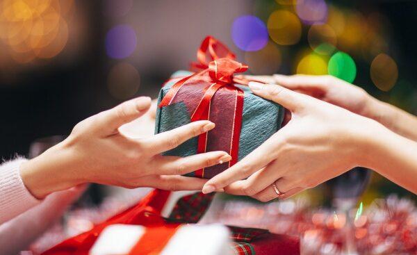Regalar en Navidad puede ser delito